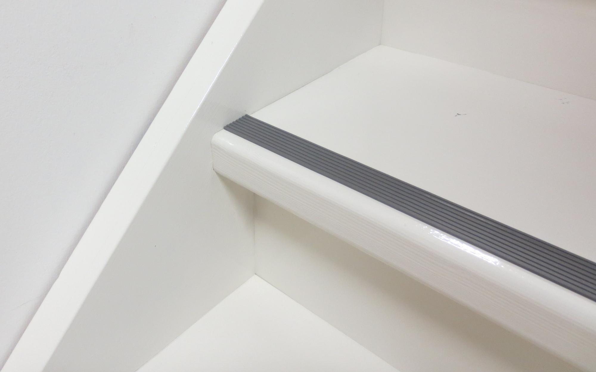 Antislip rubber tape speciaal voor trappen veiligheid kijk op interieur - Wand trap ...