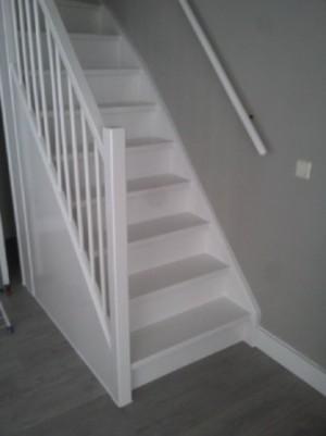 Kies zelfklevende antislip strip beste veiligheid trap snel gedaan - Witte trap grijs ...