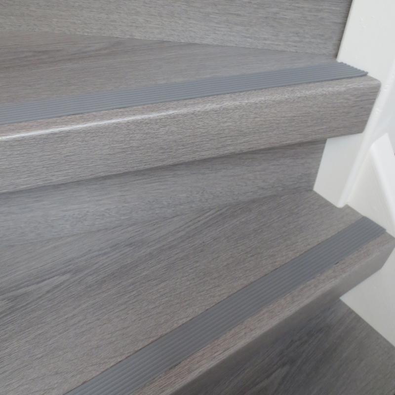 Doe inspiratie op voor uw trap bekijk hier alle kleuren - Witte trap grijs ...